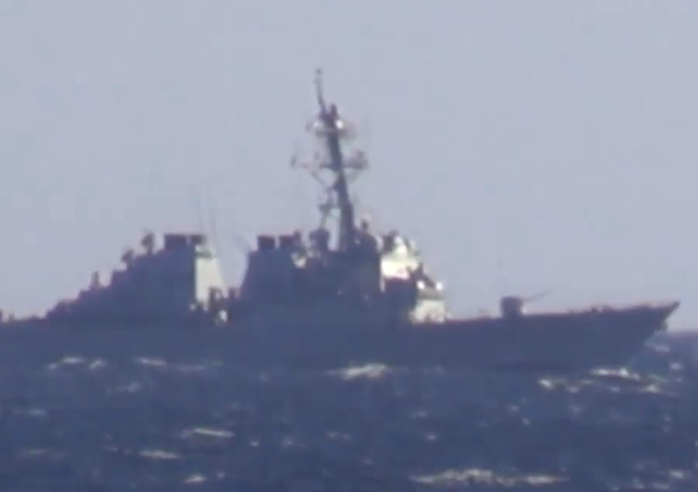 Okręt wojenny zapobiega przekroczeniu granicy przez USS John McCain