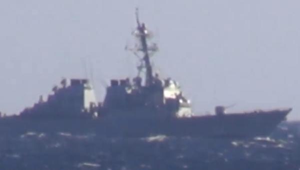 Okręt wojenny zapobiega przekroczeniu granicy przez USS John McCain  - Sputnik Polska