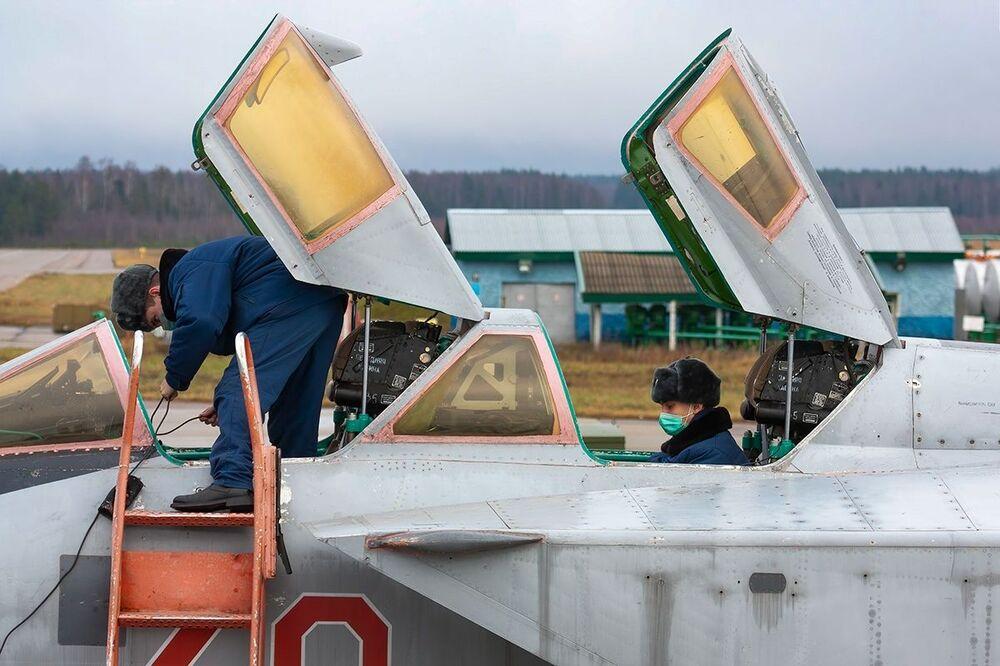 Dzienne loty szkoleniowe Su-35 i MiG-31 w obwodzie twerskim