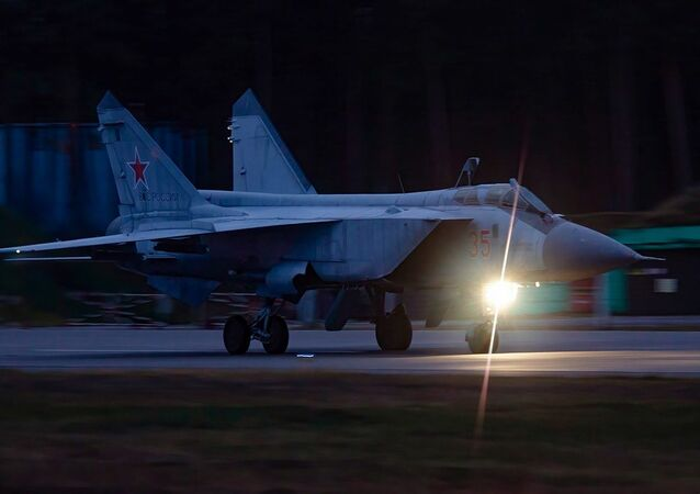 Nocne loty szkoleniowe Su-35 i MiG-31 w obwodzie twerskim