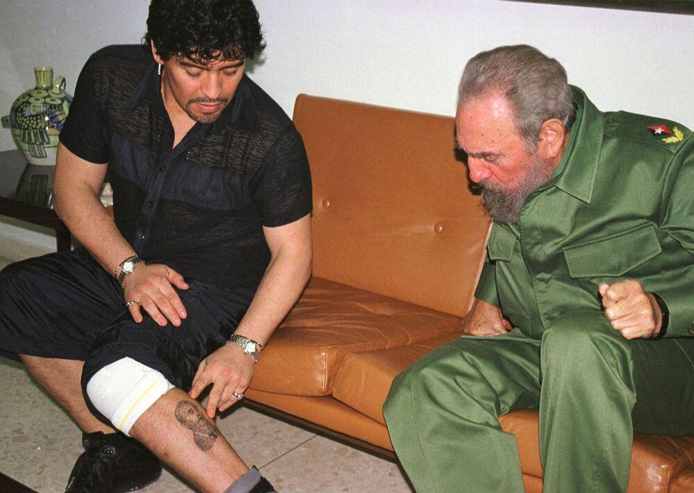 Diego Maradona i Fidel Kastro w 2001 roku