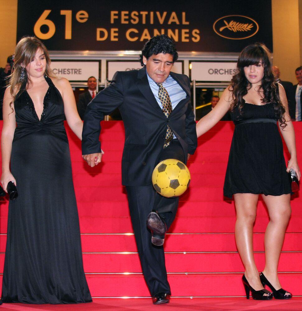 Diego Maradona z córkami, 2008 rok