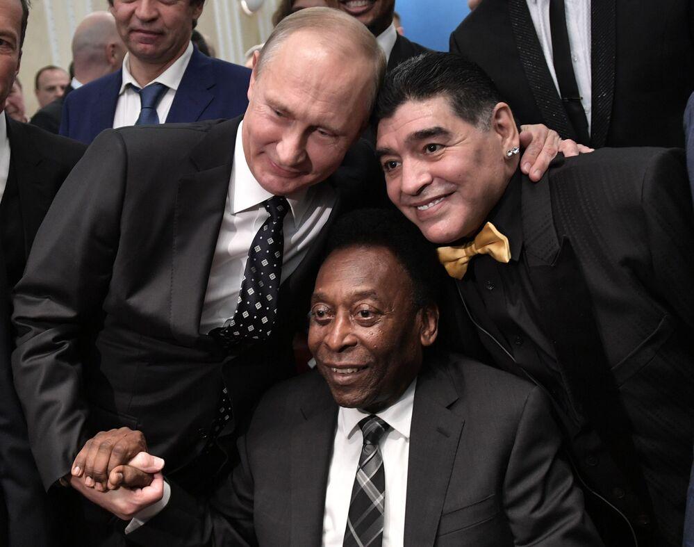 Władimir Putin, Pelé i Diego Maradona podczas Pucharu Świata w Moskwie, 2018 rok