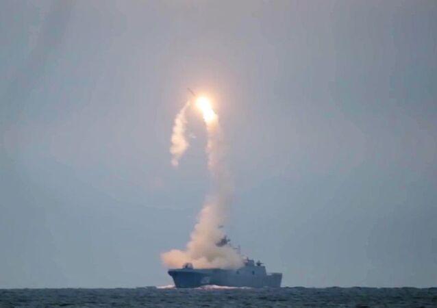 """Pierwsze wystrzelenie naddźwiękowego pocisku """"Cyrkon"""" z fregaty """"Admirał Gorszkow"""""""