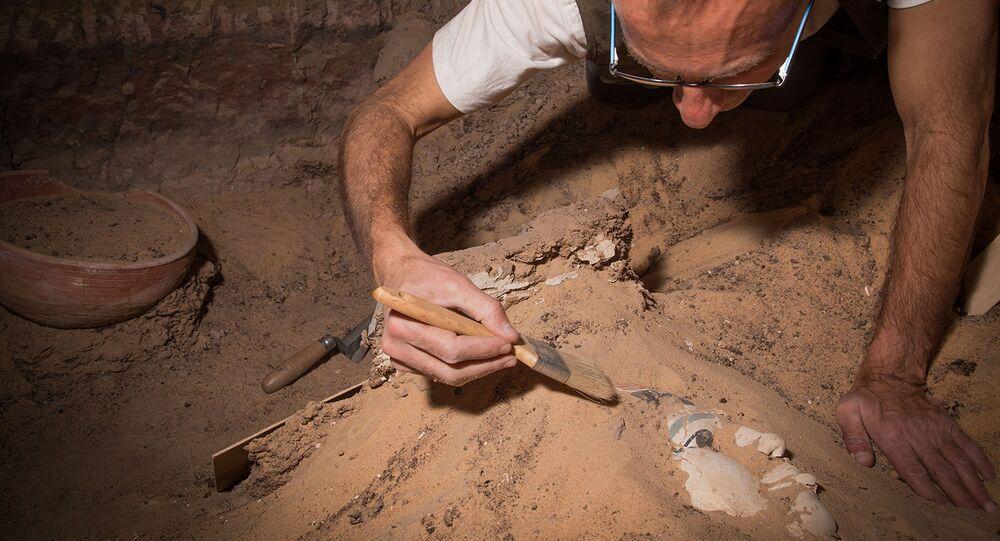 Wykopaliska archeologiczne w Qubbet el-Hawa, Egipt.