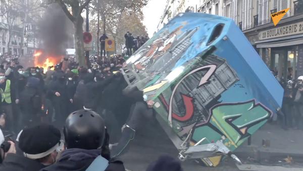 Paryż w ogniu: protest przerodził się w zamieszki - Sputnik Polska