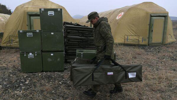 Rosyjskie jednostki specjalnego przeznaczenia medycznego (MOSN) rozmieściły szpital wojskowy w Stepanakercie. - Sputnik Polska