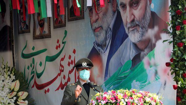 Minister obrony Iranu Amir Hatami przemawia podczas ceremonii pogrzebowej irańskiego fizyka jądrowego Mohsena Fakhrizadeha w Teheranie - Sputnik Polska