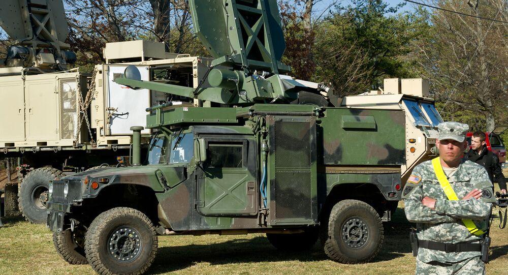 Dwa amerykańskie pojazdy wojskowe z systemem Active Denial System