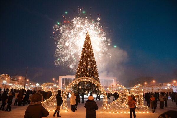 Choinka na placu centralnym w Jakucku - Sputnik Polska