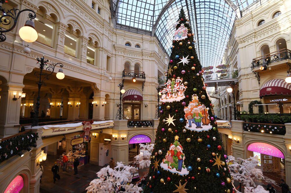 Choinka w centrum handlowym GUM w Moskwie