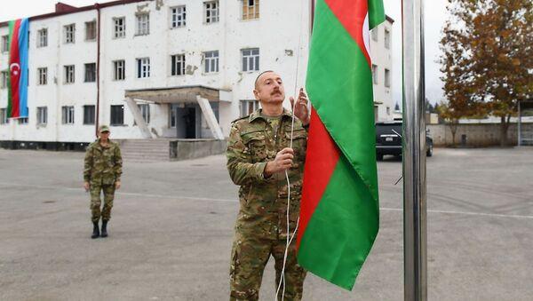 Prezydent Azerbejdżanu Ilham Alijew i pierwsza dama Mehriban Alijewa podczas wizyty w Karabachu - Sputnik Polska