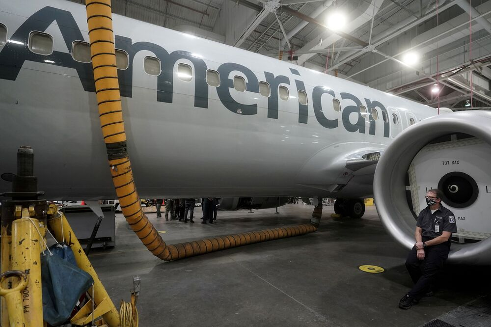 Samolot Boeing 737 Max w hangarze
