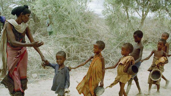 Głodujące dzieci w Somalii - Sputnik Polska