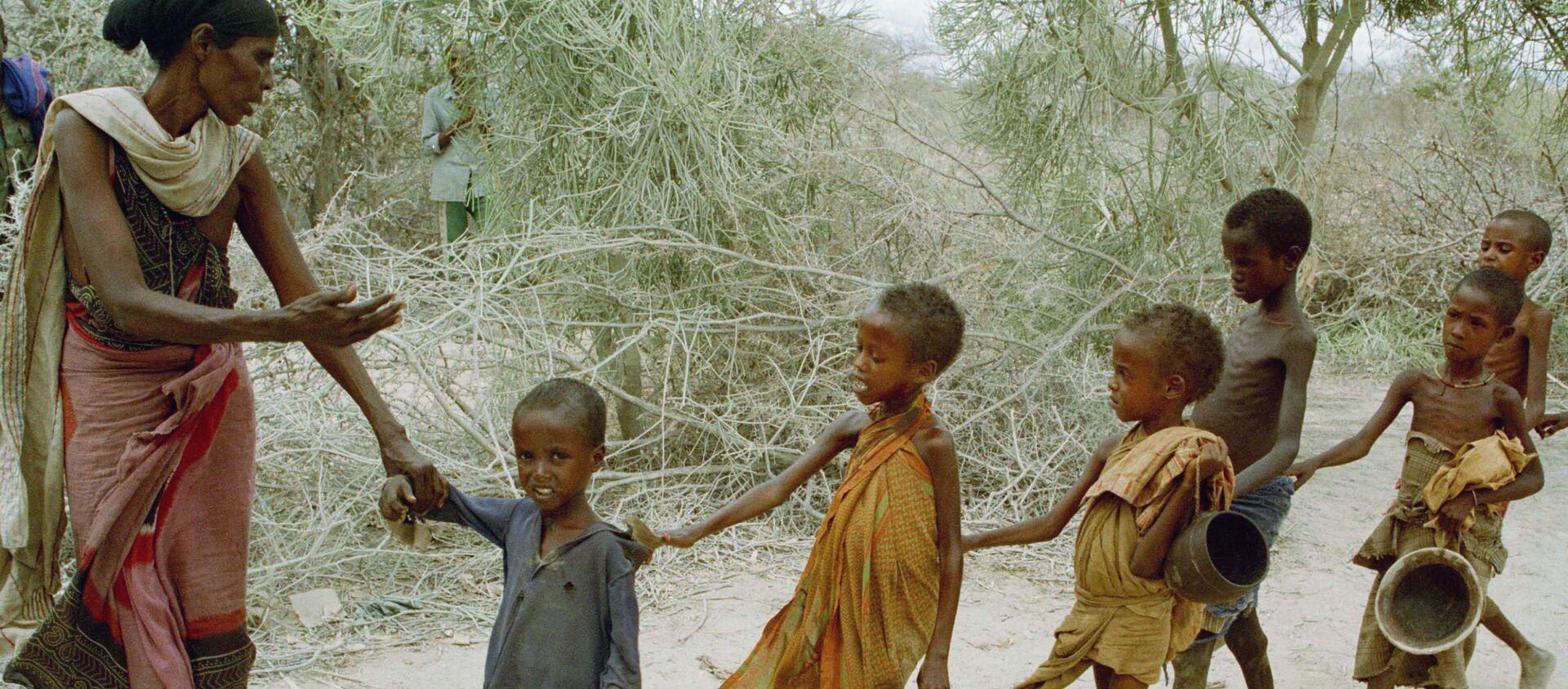 Głodujące dzieci w Somalii - Sputnik Polska, 1920, 16.02.2021