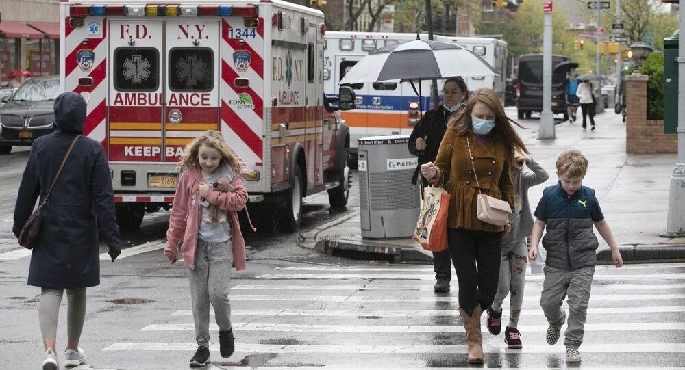 Karetka pogotowia na ulicach Nowego Jorku.