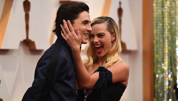 Timothee Chalamet i Margot Robbie podczas ceremonii wręczenia Oscarów w 2020 roku  - Sputnik Polska