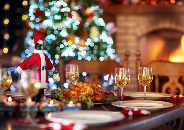 Suto zastawiony stół na Boże Narodzenie