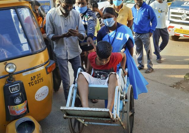 Mieszkańcy z nieznaną chorobą w indyjskim mieście Eluru w stanie Andhra Pradesh