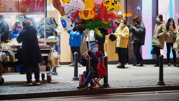 Sytuacja na ulicy w Wuhanie rok po ogłoszeniu pandemii COVID-19 - Sputnik Polska