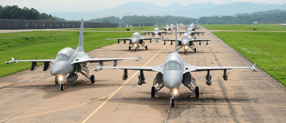 Myśliwiec treningowy TA-50 - ekspozycja w bazie lotniczej ROKAF