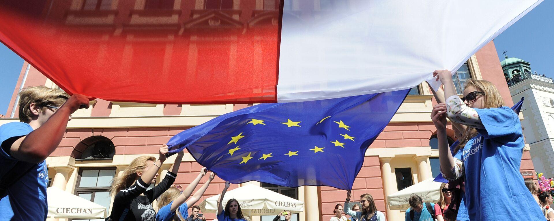 Flagi Polski i UE - Sputnik Polska, 1920, 09.12.2020