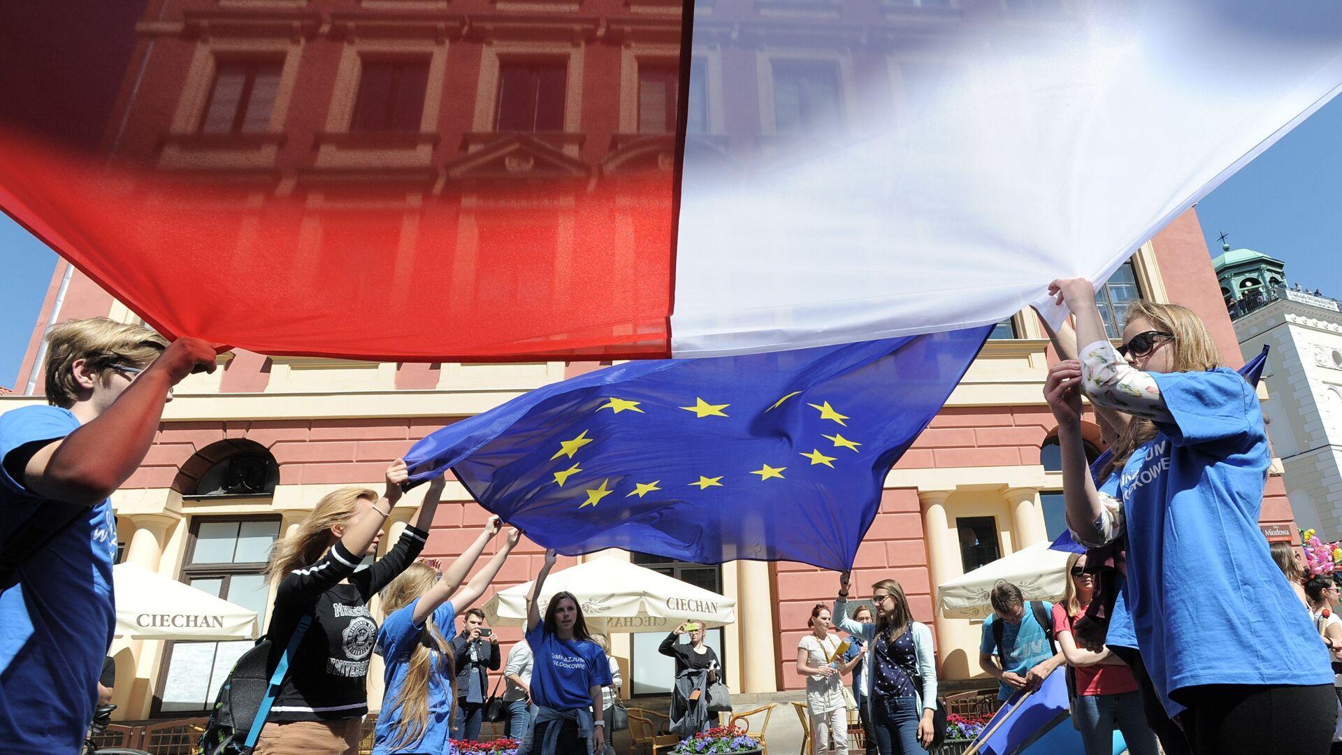 Flagi Polski i UE - Sputnik Polska, 1920, 12.09.2021