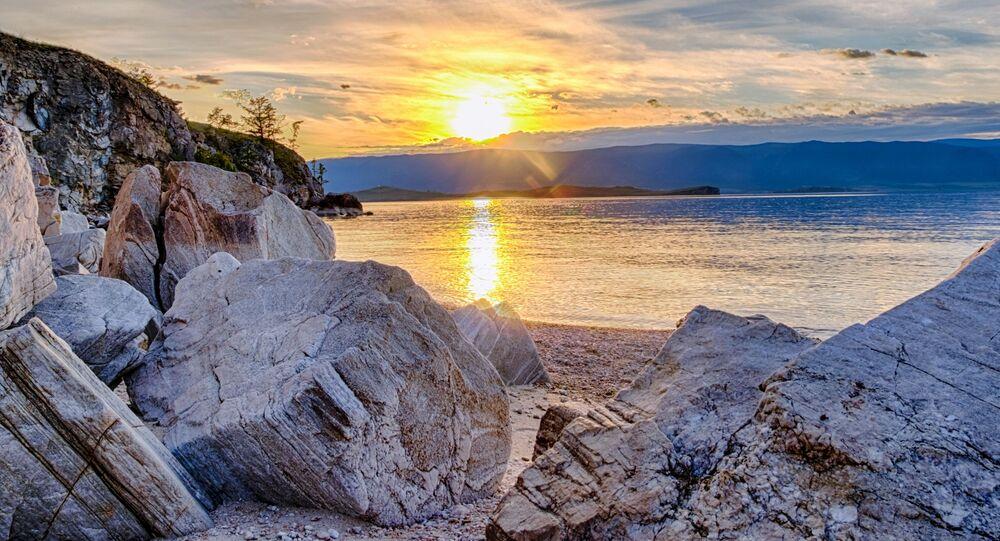 Zachód słońca na wyspie Olchon.