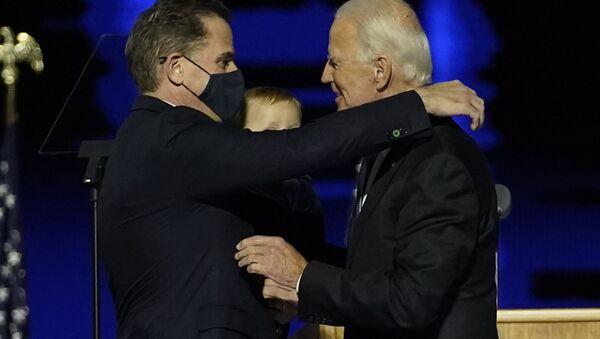 Joe Biden z synem Hunterem. - Sputnik Polska
