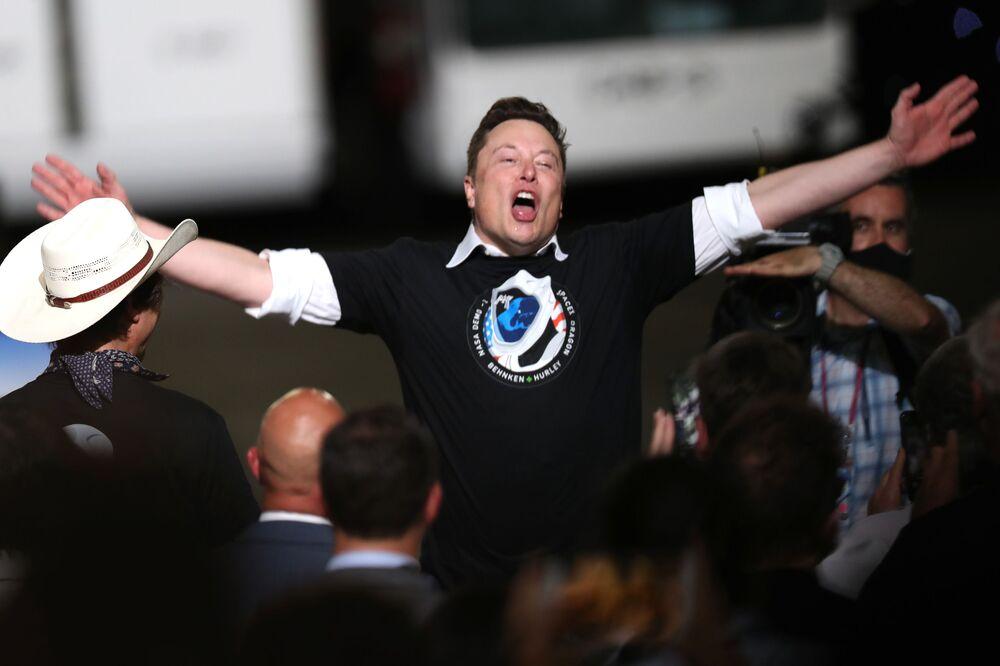Start rakiety SpaceX Falcon 9 ze statkiem kosmicznym Crew Dragon