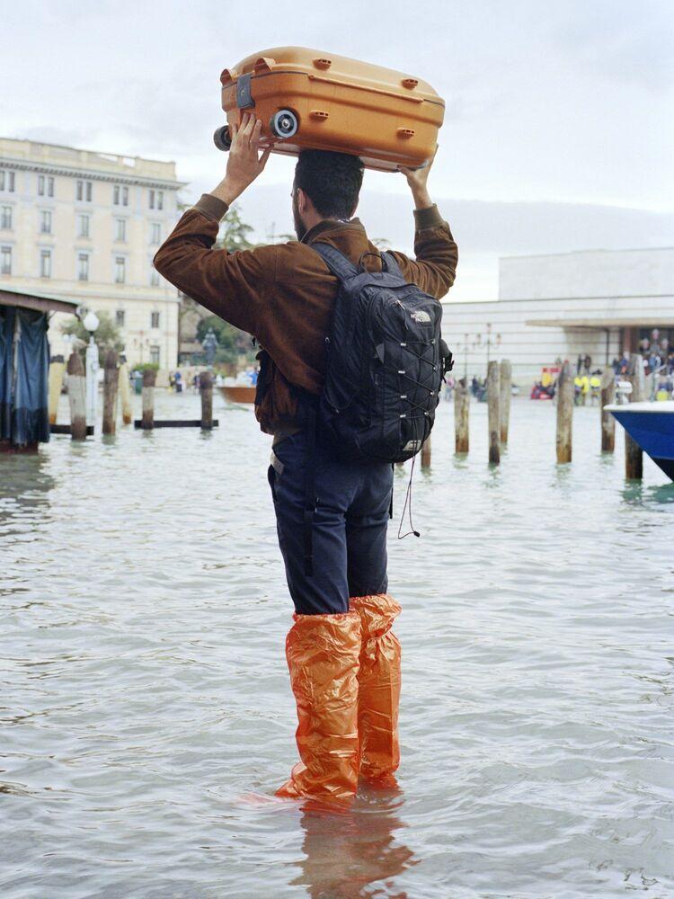 """Szkocki fotograf Joe Habben wygrywa w kategorii """"Zmiana klimatu"""" dzięki fotografii przedstawiającej efekt podnoszących się wód w Wenecji"""
