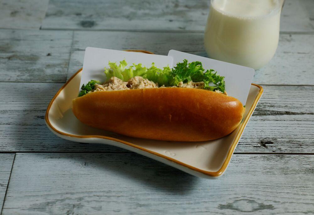 W tej kanapce leży 7 g plastiku, tyle zjadamy w ciągu 10 dni