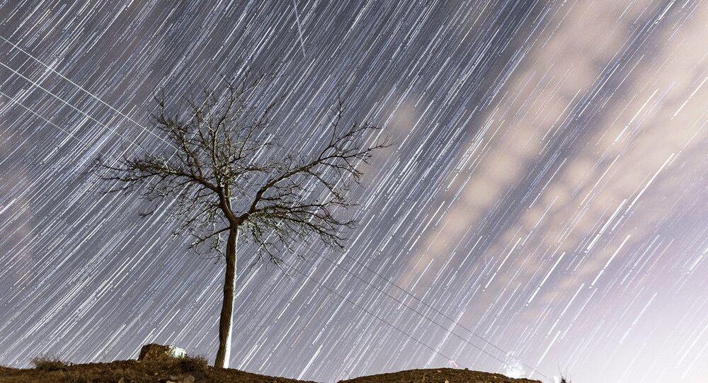 Szczyt deszczu meteorytów Geminidów.