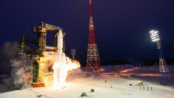 Z kosmodromu Plesieck w obwodzie archangielskim wystrzelono rakietę nośną Angara-A5. - Sputnik Polska