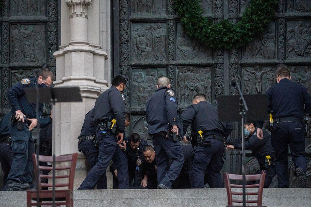 Policja zatrzymuje mężczyznę, który otworzył ogień w katedrze św. Jana Bożego w Nowym Jorku