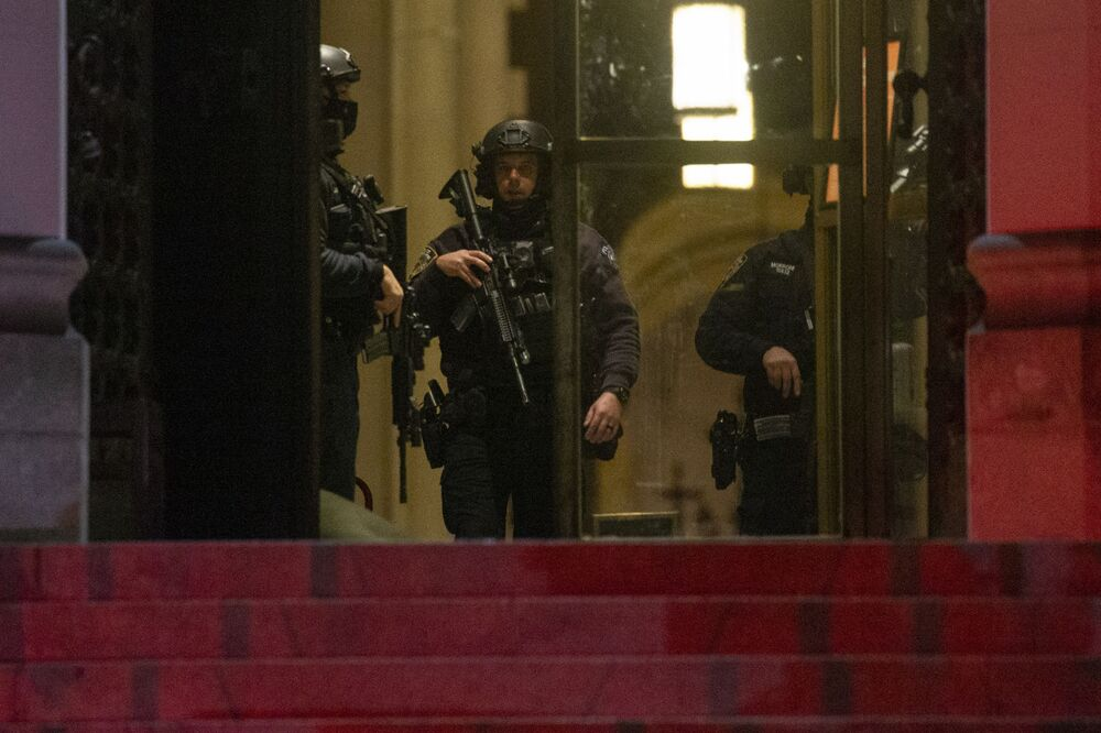 Policja w katedrze św. Jana Bożego w Nowym Jorku