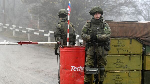 Punkt kontrolny rosyjskich sił pokojowych w korytarzu Laçın - Sputnik Polska