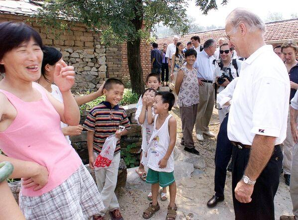Joe Biden podczas wizyty w Chinach - Sputnik Polska
