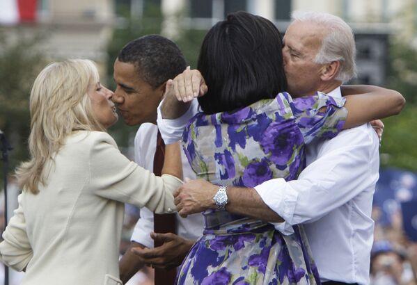 Barack Obama i Joe Biden z żonami, 2008 rok - Sputnik Polska