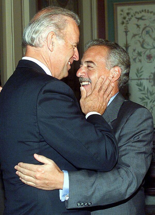 Senator Joe Biden z prezydentem Kolumbii, 2002 rok - Sputnik Polska