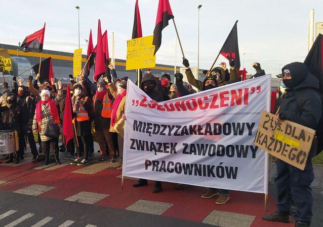 Protest pracowników Amazona pod Wrocławiem