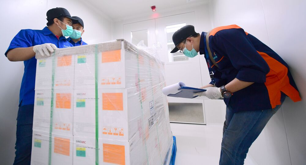 Przybycie chińskiego kontenera ze szczepionką Sinovac do Indonezji