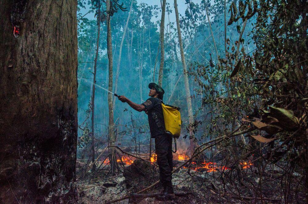 Gaszenie pożarów w Brazylii