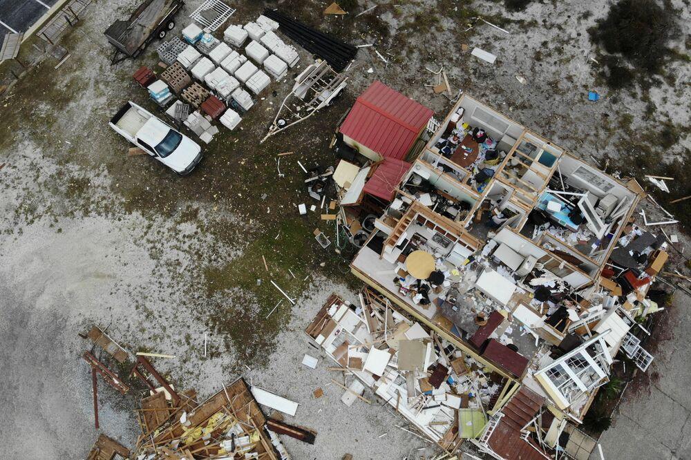 Dom zniszczony podczas huraganu Sally w USA