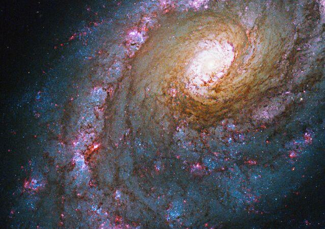 Galaktyka NGC 5248 w gwiazdozbiorze Wolarza