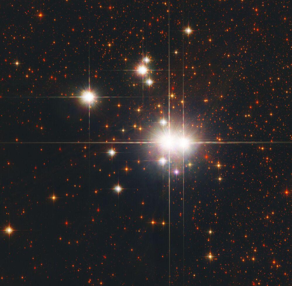 Gromada otwarta NGC 6193 znajdująca się w gwiazdozbiorze Ołtarza