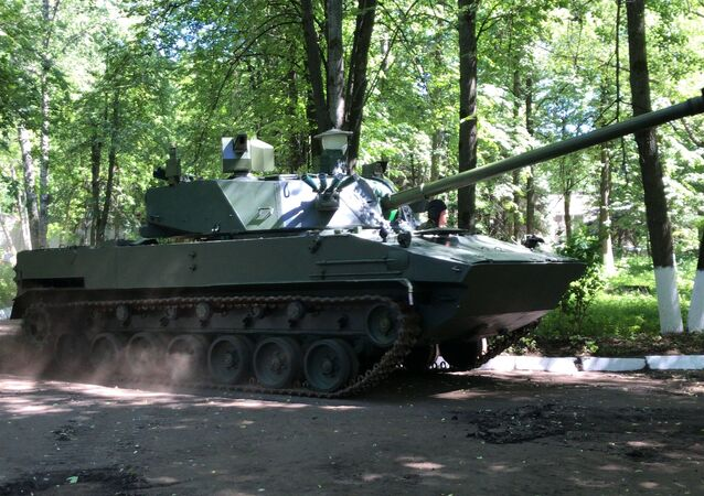 """Samobieżne działo artyleryjskie 2S42 """"Lotos""""."""