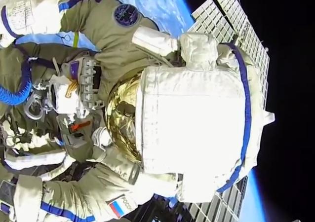 Rosjanie w otwartym kosmosie