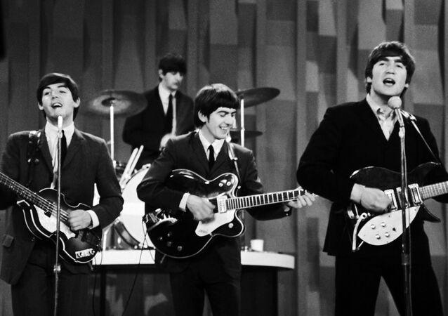 Paul McCartney, Ringo Starr, George Harrison i John Lennon podczas występu w Nowym Jorku.