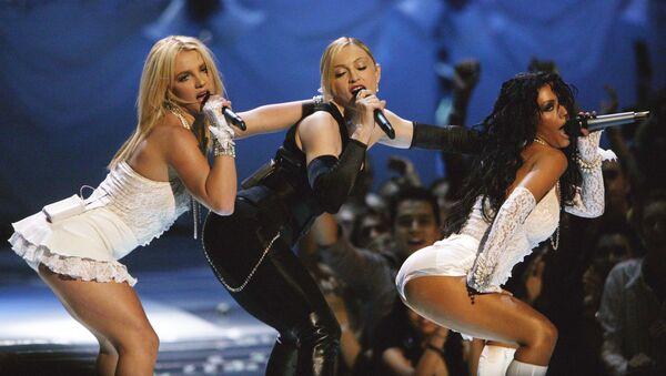 Kontrowersyjny występ Britney Spears, Madonny i Christiny Aguilery podczas MTV Video Music Awards w 2003 roku - Sputnik Polska